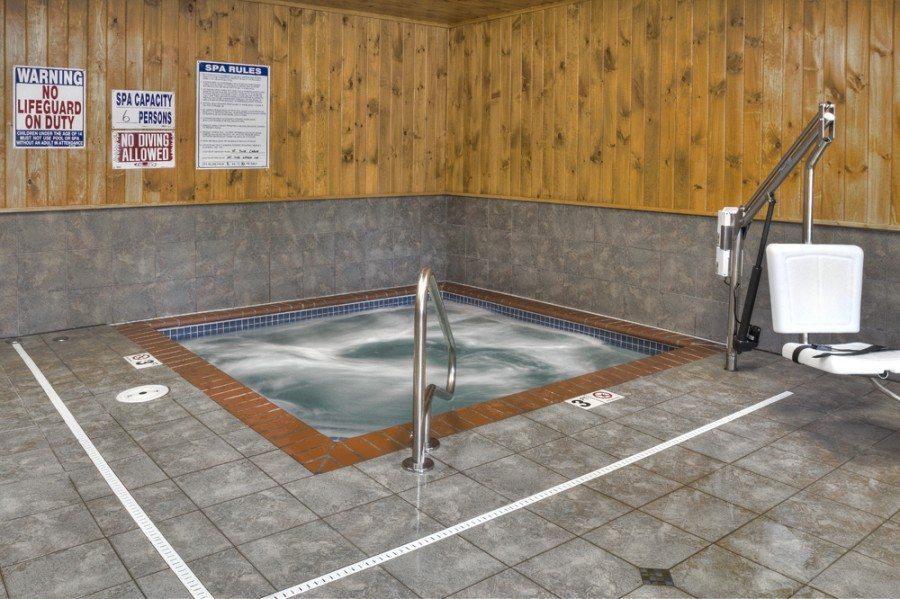 spa tub at Boyd Lodge